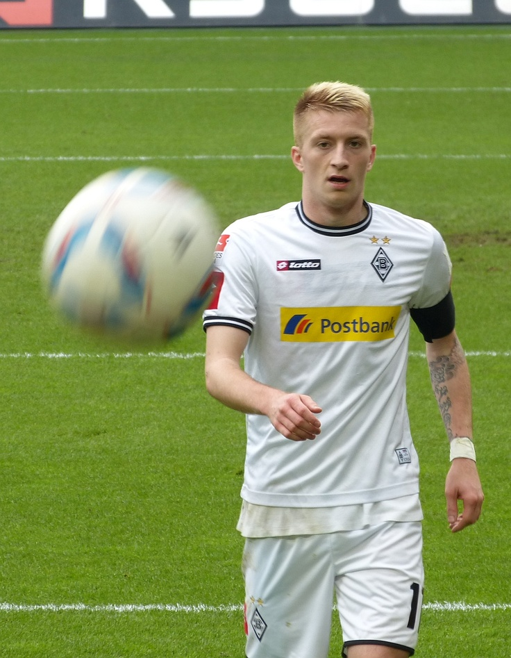 Marco Reus faces the ball during the derby against Cologne.