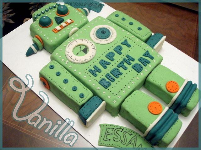 robot cake by nancyyzz (vanilla), via Flickr
