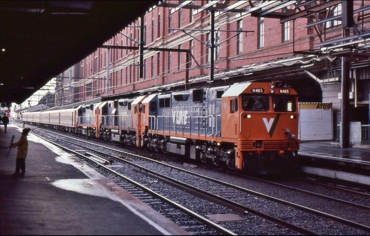 Today's historic pic: 30 yrs ago today N465,N472,N475 with VLine train 8485 to Traralgon at platform 1 Melbourne Flinders St, August 16 1987