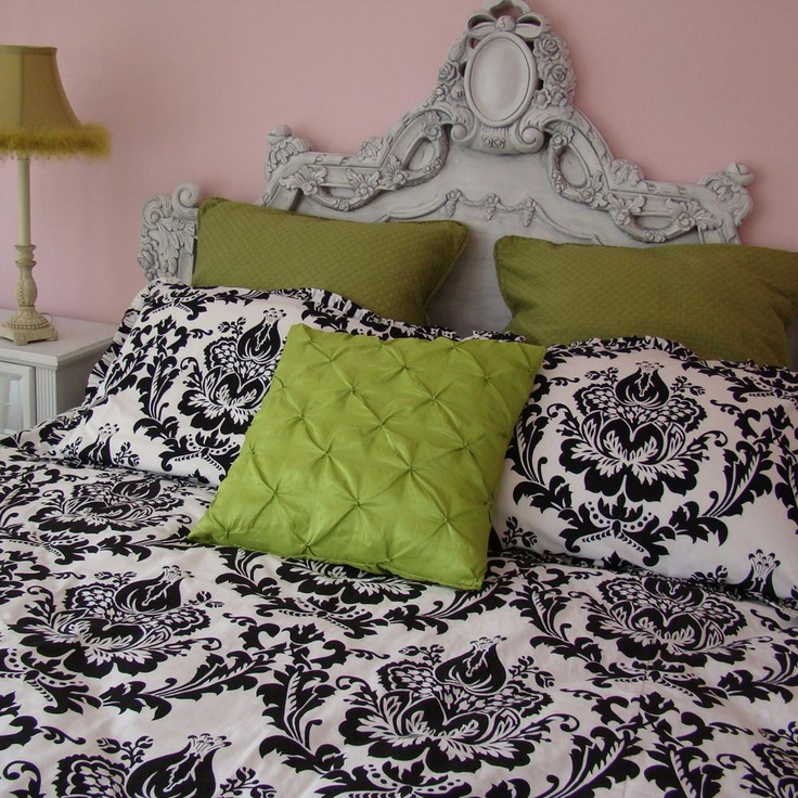 damask bedding with victorian headboard... drool...