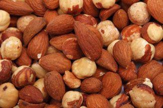 Er bestaat een duidelijk verband tussen aminozuren en afvallen. Er wordt dan ook steeds meer onderzoek gedaan naar het effect van specifieke aminozuren op je gewicht en afvallen. Er verschijnen bovendien steeds meer dieetsupplementen en pillen met aminozuren op de markt. In dit artikel meer informatie over aminozuren en afvallen