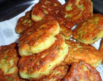 Δεν σταματάς στην μία με τίποτα!! Πατάτες τηγανίτες μούρλια!! Υλικά: Loading... 3-4 πατάτες 3 αυγά 1/2 ποτήρι γάλα Λίγο μαϊντανό Ελαιόλαδο Αλάτι και πιπέρι Αλεύρι Εκτέλεση Καθαρίστε και τρίψετε τις πατάτες στην μεσαία πλευρά του τρίφτη. Προσθέστε τα αυγά, το γάλα, το μαϊντανό, αλάτι πιπέρι. Ανακατεύομαι και προσθέτουμε αλεύρι λίγο λίγο να δούμε να στέκεται …