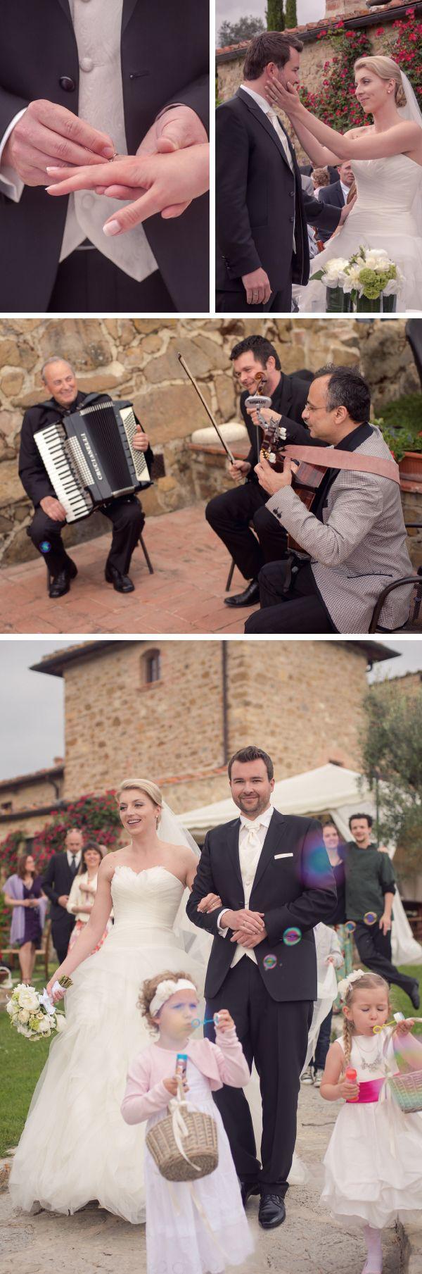 Outdoor wedding celebration with wedding music. / Eure Trauung unter freien Himmel / Trouwen in de open lucht in Toscane. - www.conamore.it   © Susi Nagele (Hochzeitsfotografie - Wedding Photographer - Bruiloftsfotografie - Flowers www.jardindivers.it).