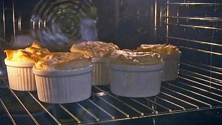 Varm dessert med multer og luftig marengs fra TV-serien Niklas' mat.