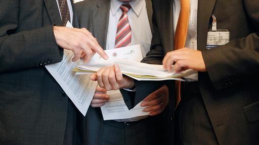 """Brisantes TISA-Abkommen soll Dienstleistungen regeln - Es geht um Wirtschaft, doch die Verhandlungen erinnern eher an Geheimdienste: Im Stillen beraten 50 Staaten über die Liberalisierung von Dienstleistungen. Die Dimensionen erinnern an TTIP, das strittige Freihandelsabkommen. NDR, WDR und """"SZ"""" liegt ein Geheimpapier vor."""
