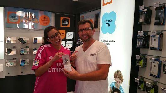 ¡Enhorabuena a Jesús Pérez Barba por el premio! nuestra asesora comercial Sheila le ha entregado su reloj HuaweiBand.