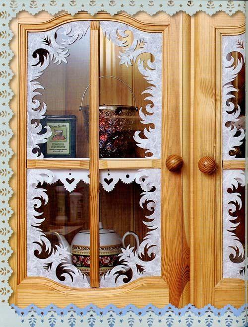 http://www.idealdomik.ru/prazdniki-goda/vstrechaem-novyi-god/novogodnii-dekor-interera-svoimi-rukami.html