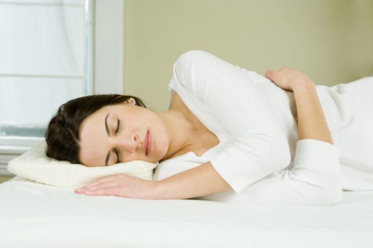Cómo prevenir los calambres en las pantorrillas mientras duermes | Muy Fitness