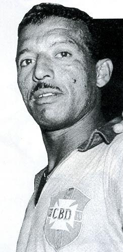 Um dos maiores jogadores da história do futebol mundial. Começou nas divisões de base do Byron, de Niterói, e foi revelado e jogou entre 1939 a 1950 no Flamengo sediado no Rio de Janeiro, e com ele o time ganhou o seu primeiro tricampeonato estadual em 1942, 1943 e 1944, além do Campeonato Carioca de 1939. Zizinho saiu do Flamengo com 329 jogos e 146 gols e considerado o maior ídolo do clube até a aparição de Zico.