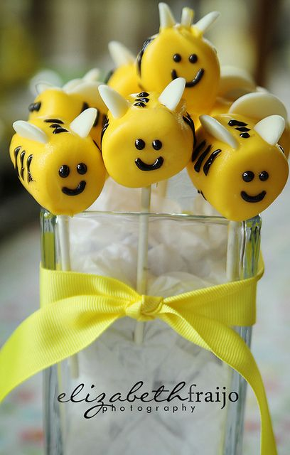 Bumble Bee Marshmallow Pops
