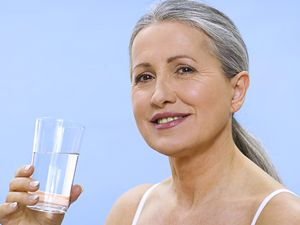 Te recomendamos beber dos vasos de agua al día. Descubre por qué en: http://blog.pepitapulgarcita.net/906/