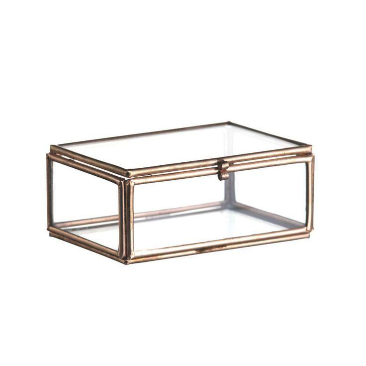 Glazen mini kistje koper-kleurig. Dit glazen doosje is van het merk Madam Stoltz. Schattig klein opbergkistje om je mooiste sieraden in te bewaren! Woonaccesoires.