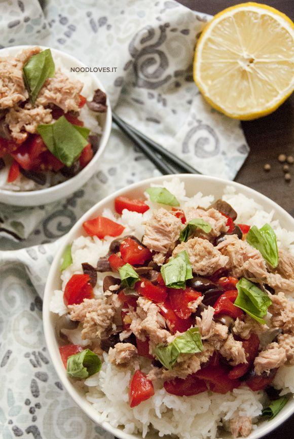 Insalata di riso con tonno e pomodoro