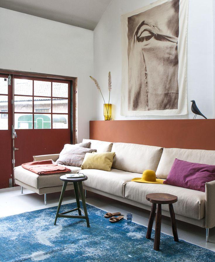 Warme en koele woonkamer | Warm and cool living room | Photographer Anna de Leeuw | Styling Marianne Luning | vtwonen September 2015