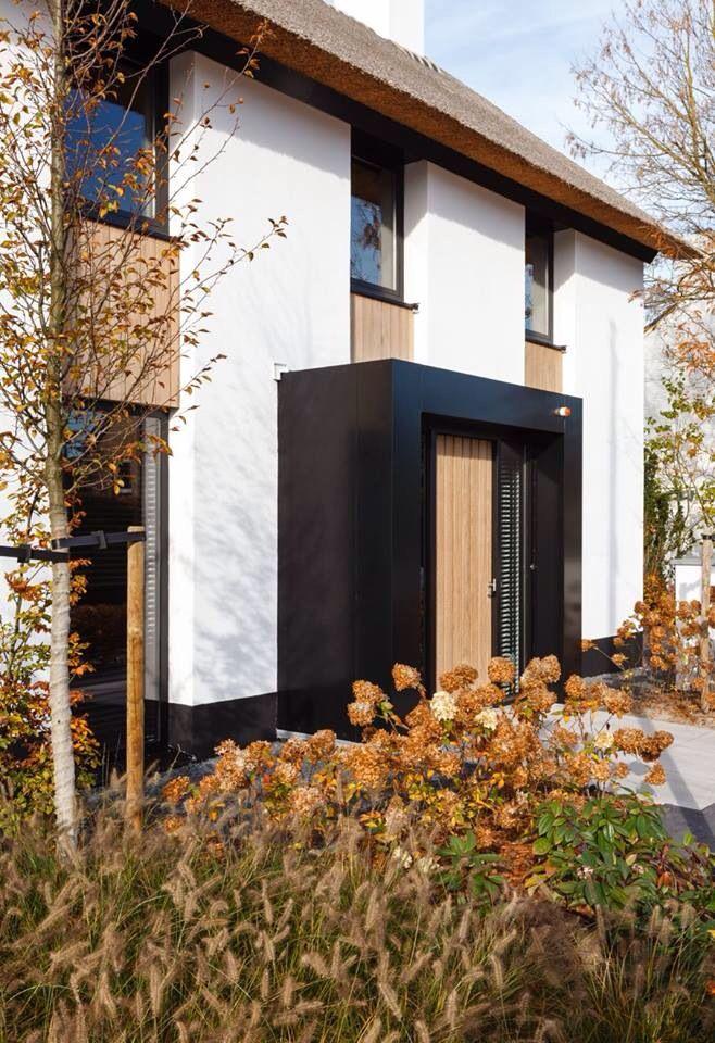 Mooie strakke entree met red ceder deur entree oprit voordeur portiek pinterest met rood - Scheiding in hout deco interieure ...