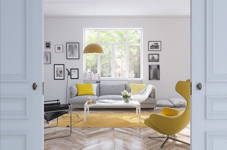 intérieur blanc et bois - salon blanc aménagé avec un canapé droit gris, un tapis jaune et un fauteuil egg jaune et décoré de parquet chevron