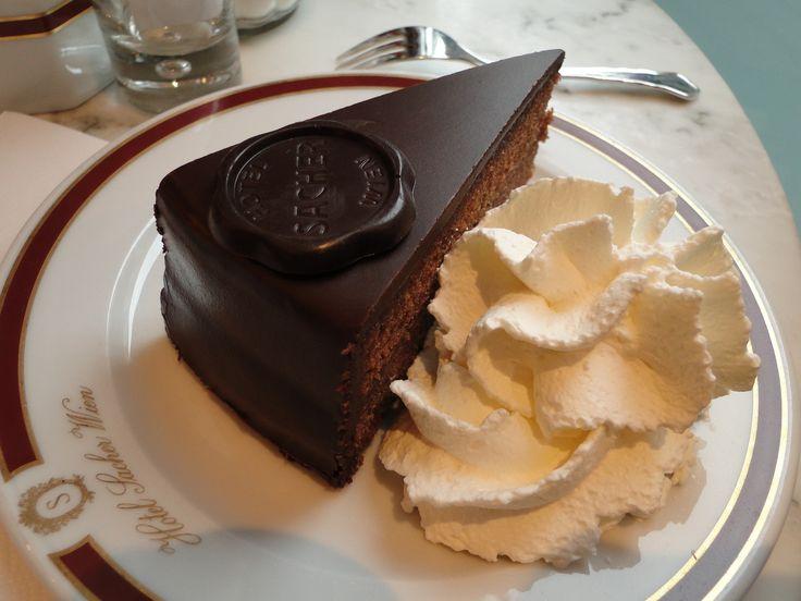 Come passare un divertente week end a Vienna. Dove mangiare, dove assaggiare i piatti tipici, dove trovare la vera sacher torte.