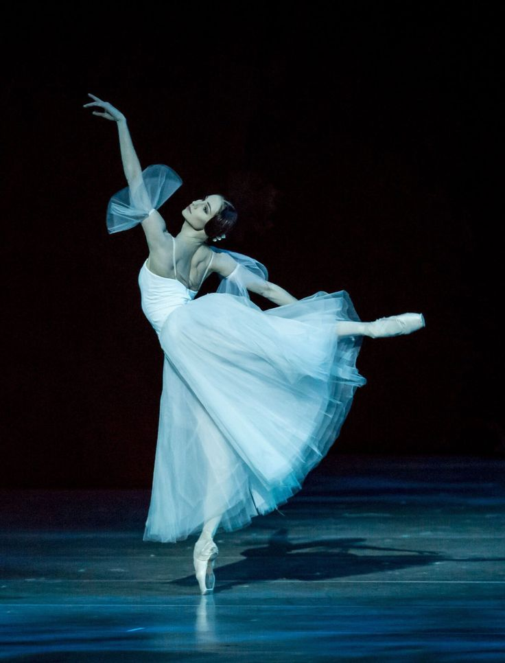 Oksana Skoryk as Giselle / Photo © Jack Devant