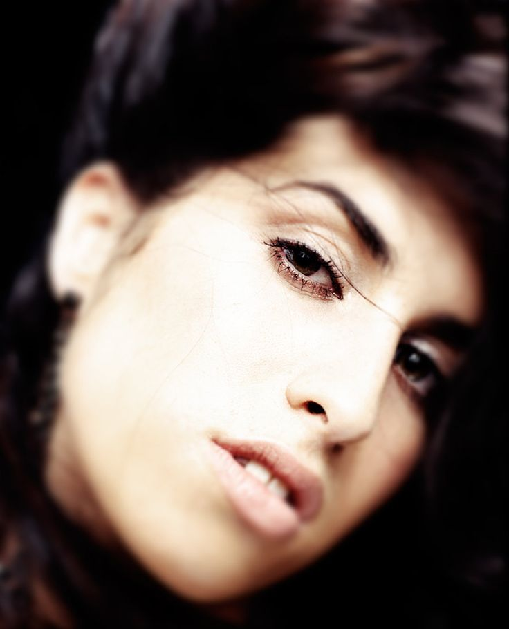 Amy Winehouse Photos: Unseen Portraits & Memories of Late Icon by Phil Knott…