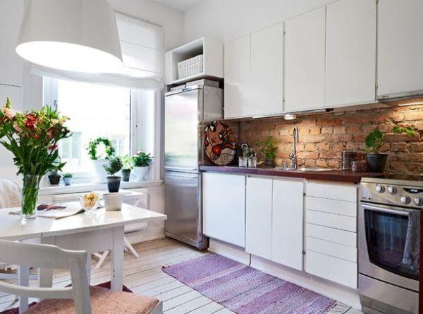 Zdjęcie: Czerwona cegla w bialej kuchni