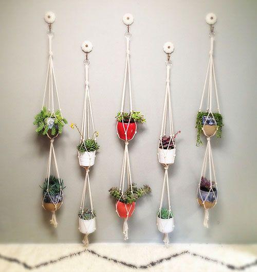 Como fazer um jardim vertical com vasos http://www.viladoartesao.com.br/blog/2014/07/como-fazer-um-jardim-vertical-com-vasos-ou-quase/