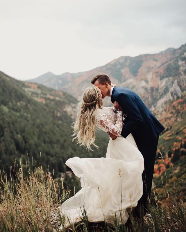 Love the dress and mountain scenery!