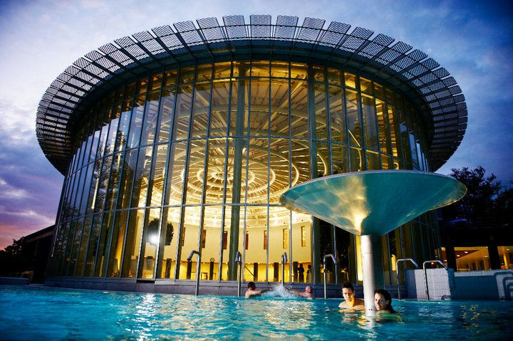 """The spa """"Thermes de Spa"""" at night"""