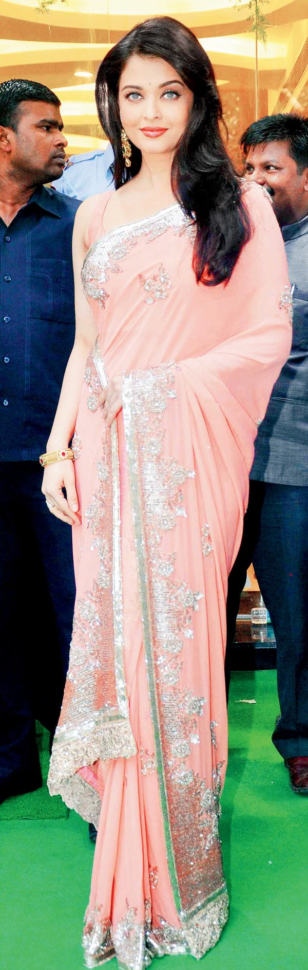 Aishwarya Rai Bachchan at Kalyan Jewellers store launch in Mumbai. #Bollywood #Fashion #Style #Beauty