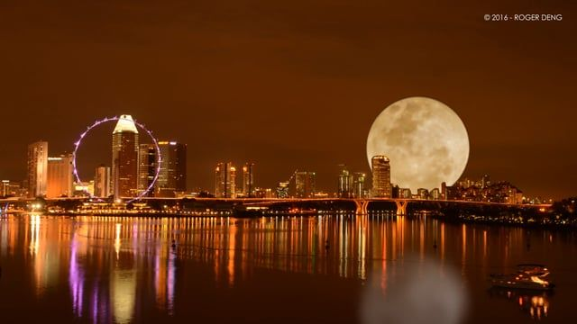 Roger Deng lässt den digitalen Supermond aufgehen  Der Mond ist ja dieser Tage in aller Munde. In gerade einmal 356.500 Kilometer Entfernung zur Erde zog er in der Nacht zu Dienstag seine Bahn – so...