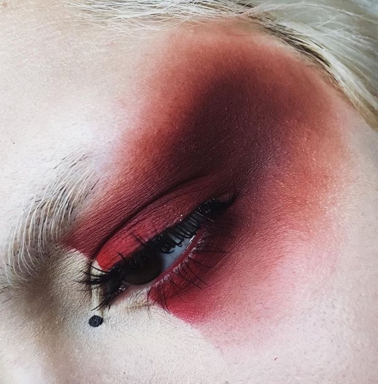 Color blocked red eyeshadow
