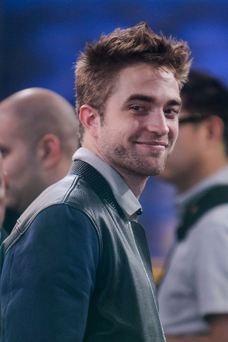Say it Ain't So!: Everyone's Favorite Vampire Robert Pattinson is Thinking of Leaving LA for London