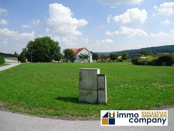 Zwei günstige ebene und sonnige Baugründe in Ortslage zu verkaufen - immo.kurier.at