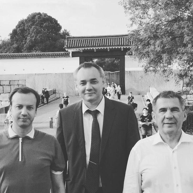 С гостями международного форума Наука и технологии в обществе во время прогулки по Осакскому замку #Осака #Япония #стсфорум #Киото