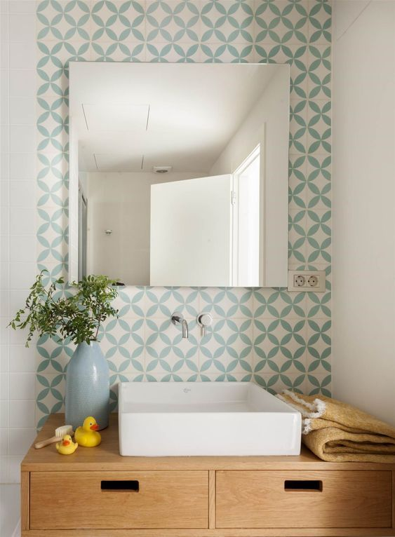 00469143_O.jpg. Zona del mueble de balo con azulejos hidráulicos_00469143_O.jpg