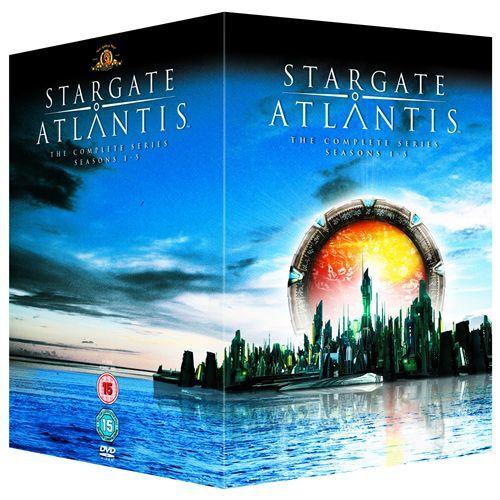 Samleboks med sesongene 1-5 av den populære serien.  Når SG-1 oppdager det de tror er restene av De Gamles Forsvunnede By, der portalene opprinnelig ble skapt, i...