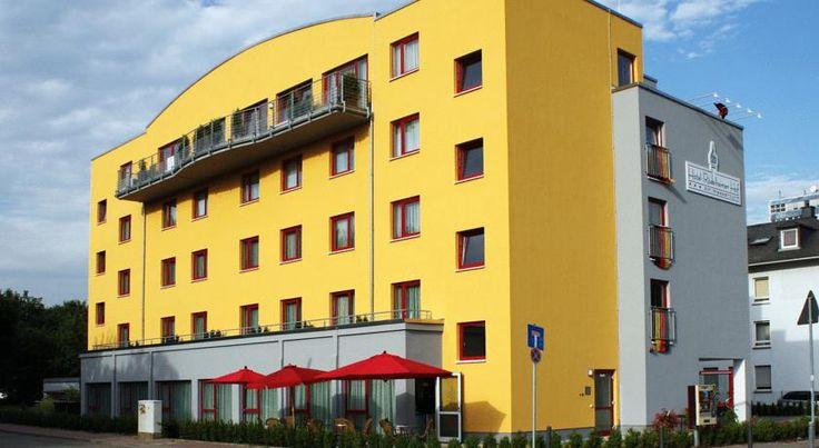 Hotel Rödelheimer Hof - Am Wasserturm Frankfurt am Main This 3-star hotel features rooms with free Wi-Fi internet, a modern wellness area and a daily breakfast buffet. It lies in Frankfurt's Rödelheim district, 10 kilometres from the city centre.