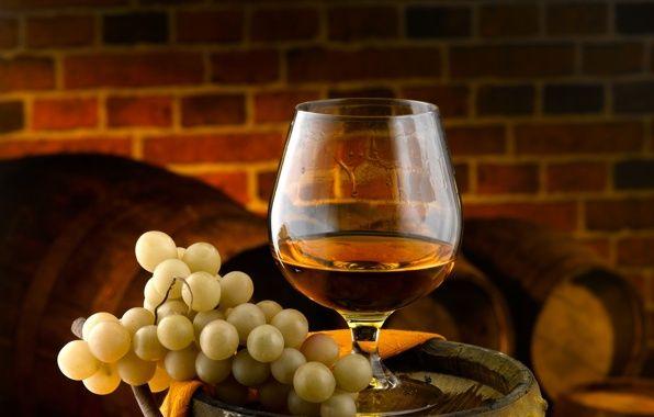 🍷Топ-5 ингредиентов для получения домашнего коньяка! Процесс приготовления домашнего коньяка состоит из нескольких стадий: — изготовление белого виноградного вина, — получение виноградного спирта методом двойной перегонки, — купажирование, — выдержка.  Сделать настоящий коньяк помогут:  🔻дрожжи Safspirit Fruit👉https://goo.gl/eSoZ7N были специально выработаны для ассимиляции фруктозы, в том числе обладают устойчивостью к высоким концентрациям спирта, при этом позволяя перегонным аппаратам…