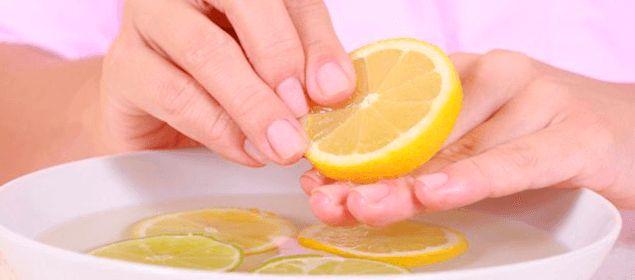 El blog SOLUCIONES CASERAS nos apunta varios consejos y remedios que pueden ayudarnos a combatir y eliminar los hongos que aparecen en las uñas.