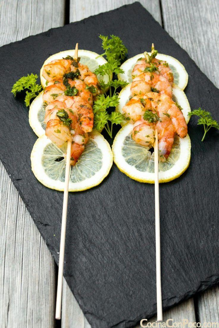 Was für eine schöne Art, Garnelen zu präsentieren – lieben Sie die Zitronenscheiben, um ein bisschen Farbe hinzuzufügen …