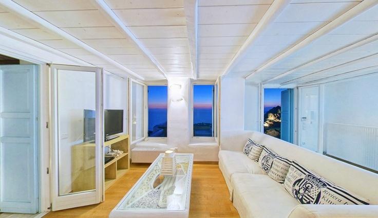 Cozy living room in Castor Villa - Mykonos