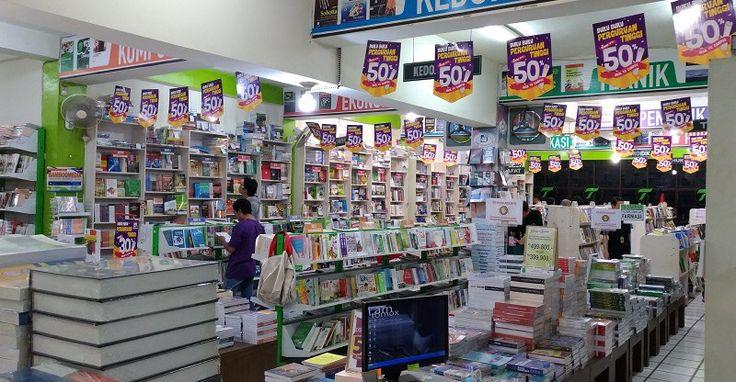 Kamu cari tempat toko buku di Malang dengan harga murah dan kualitas bagus? Di Toko Buku Togamas saja. Koleksinya lengkap, dan diskonnya banyak