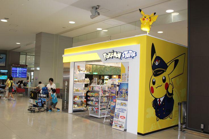 Pokemon Store all'aeroporto di Osaka con Pikachu assistente di volo.