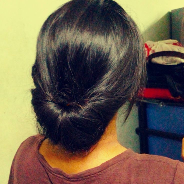 How to Make an Easy Hair Updo- once i figured out what she meant its really easy!