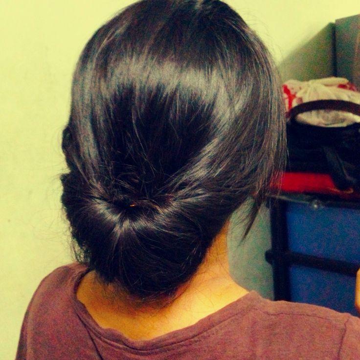 How to Make an Easy Hair Updo- once i figured out what she meant its really easy! #cuudulieutransang | cuu du lieu tran sang | cứu dữ liệu trần sang | cong ty cuu du lieu tran sang | công ty cứu dữ liệu trần sang | http://cuudulieutransang.wix.com/trangchu