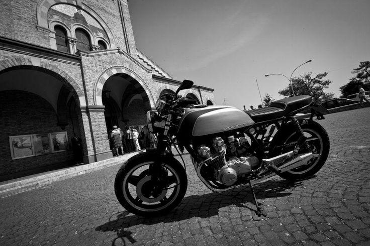 #bike #motorbike #caferacer #honda #custom #cafè #hondacb750f #moto #customizer #fmw #fugarmetalworker #photography #blackandwhite