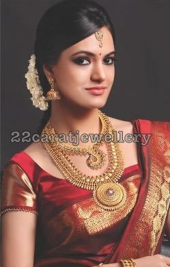 Check out the sari style, the jimki and the hair style!      Jewellery Designs: South Indian Bridal Gold Jewelry