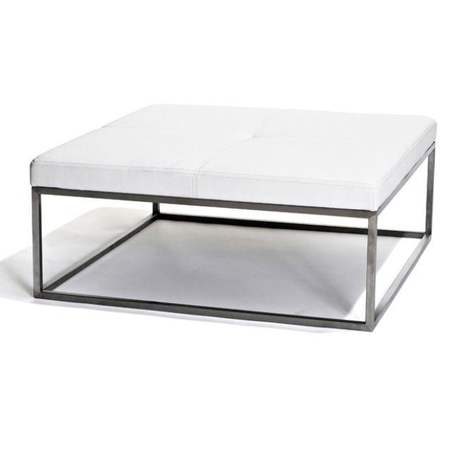 Buffalo Loundepall är en snygg möbel passar perfekt runt soffbordet eller som fristående möbel. Den rena och minimalistiska designen gör att den är lätt att matcha.