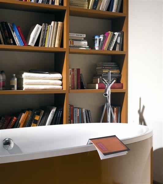 Łazienka z biblioteczką. Projekt dla magazynu Dobre wnętrze.     #bathroom #łazienka #bath #regał na książki, #biblioteczka, #books #bookstand, #shelf #bookcase #projektowanie #wnętrz, #projektowanie #mebli #JacekTryc, architekt, #aranżacja wnętrz #warszawa #nowoczesne #wnętrza #dobry #architekt #interiordesigner, #design #furniture #interiors,