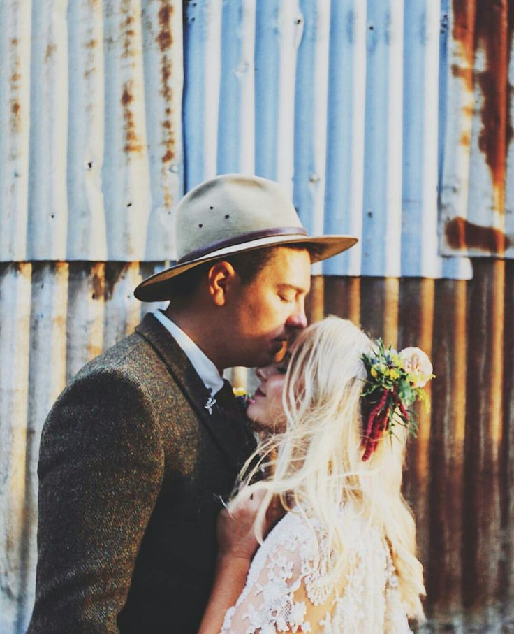Rustic barn, wild flowers and a gorgeous couple. Flowers by @asdaisydoes