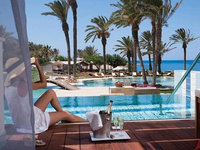 Лучшие отели Кипра, рейтинг 2016 года  Кипр пользуется неослабевающей любовью у российских туристов – мягкий климат, теплое море, отличные пляжи и обилие исторических памятников говорят сами за себя. Для посещения этого небольшого островного государства достаточно т.н. «провизы», которую можно оформить за сутки и без сборов. Гостиничных заведений на Кипре множество, так что мы отобрали из них лучшие отели Кипра на основе информации, предоставленной сайтом TopHotels – самым популярным…